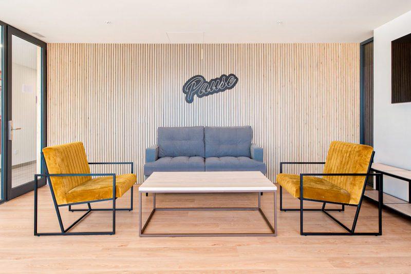 fotografía interior sala de estar residencia youniq